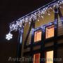 Украшение дома к Новому году, новогоднее освещение, праздничная иллюминация